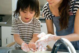 Slideshow_ Kids' Eczema Skin Care Dos and Don'ts